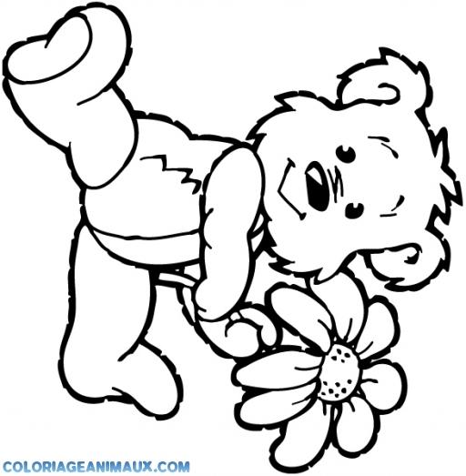 coloriage ours tient une fleure pour enfants